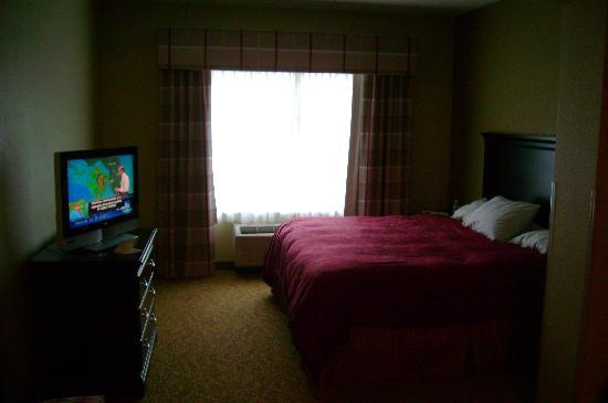 Country Inn & Suites by Radisson, Pensacola West, FL: Tropical storm Claudette coming in on the Weather Channel - flat screen TV was nice!