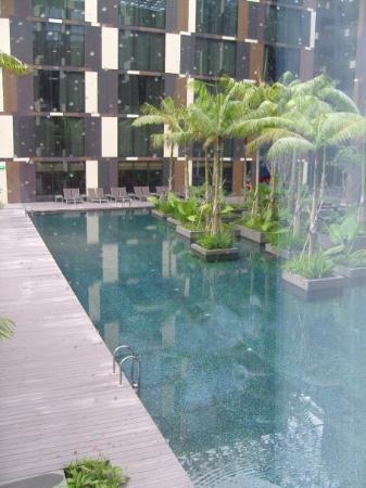 คราวน์ พลาซ่า โฮเต็ล ชางกี แอร์พอร์ท: outside of our hotel room crowne plaza