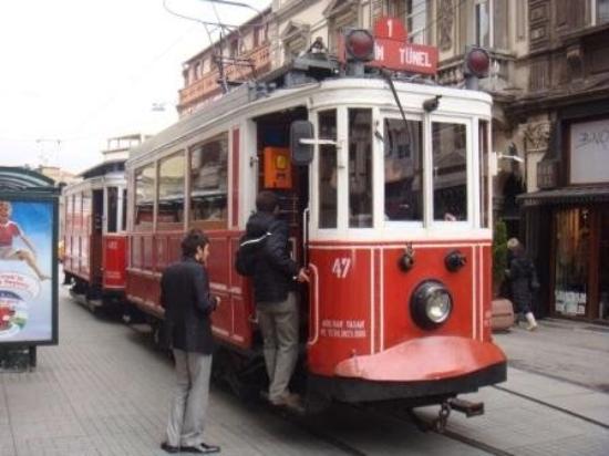 Istiklal Street: Istanbul tram