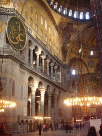 พิพิธภัณฑ์ฮาเจียโซเฟีย: inside Hagia Sophia