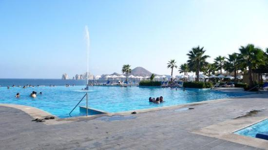 Hotel Riu Santa Fe: : one of the many pools there. You can swim to the edge of the pool, which overlooks the beach.