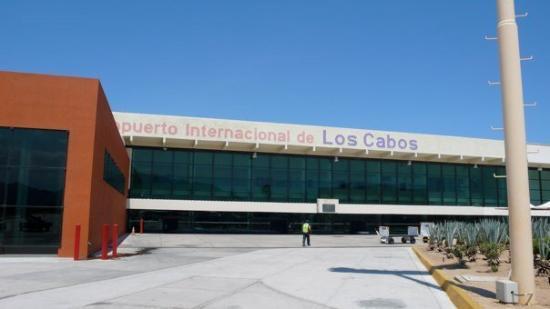 กาโบซานลูกัส, เม็กซิโก: : Cabo International Airport with all of its 7 gates