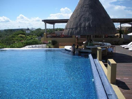 Pueblito Luxury Condohotel: rooftop pool