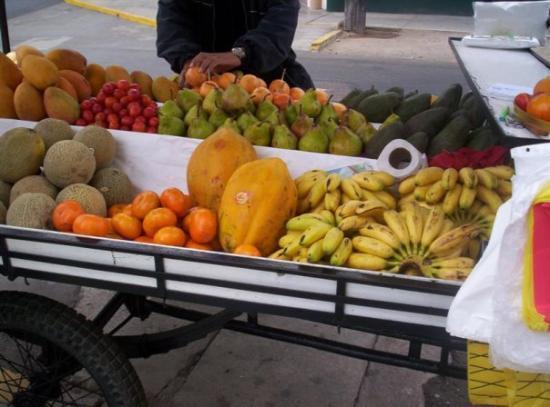 ลิมา, เปรู: Bancada ambulante de fruta - Lima Peru