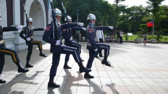 National Revolutionary Martyrs' Shrine: : Changing of the guard at the Martyrs' Shrine