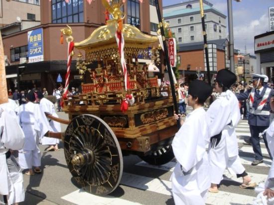 ทากายามะ, ญี่ปุ่น: Spring Takayama Festival