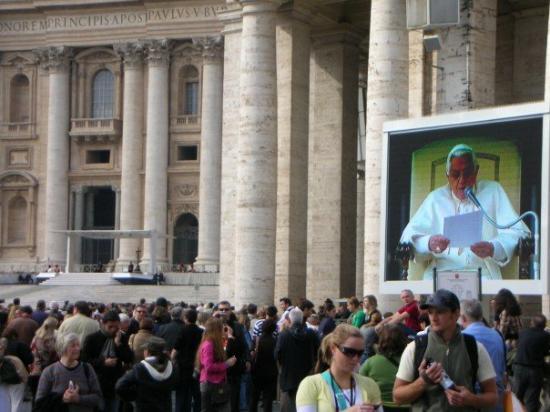 นครวาติกัน, อิตาลี: Påven talar...