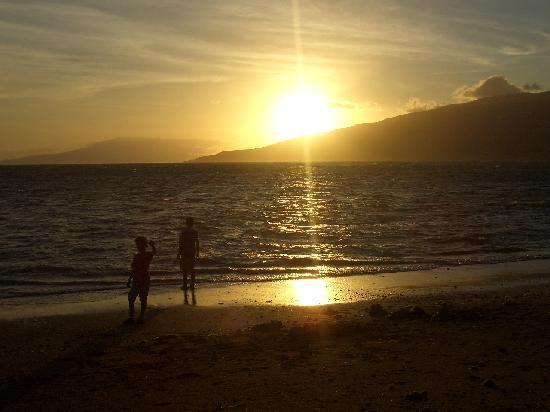 Luana Kai Resort: 近くの海岸のサンセット