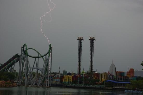 ยูนิเวอร์ซัลส์ ไอส์แลนด์ ออฟ แอดเวนเจอร์: It started storming the last day.