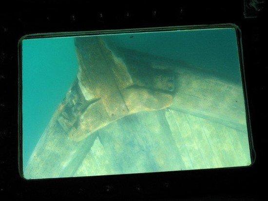 มันนิซิง, มิชิแกน: sunken ship in lake superior the  bermuda