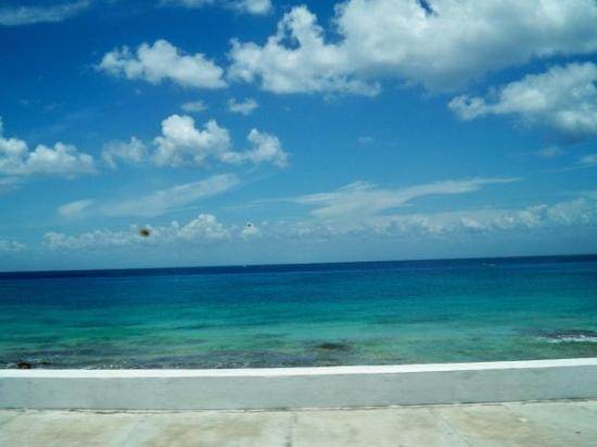 Cozumel (เกาะโกซูเมล), เม็กซิโก: A picture i took from in the taxi van