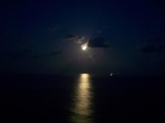 Cozumel (เกาะโกซูเมล), เม็กซิโก: The moon