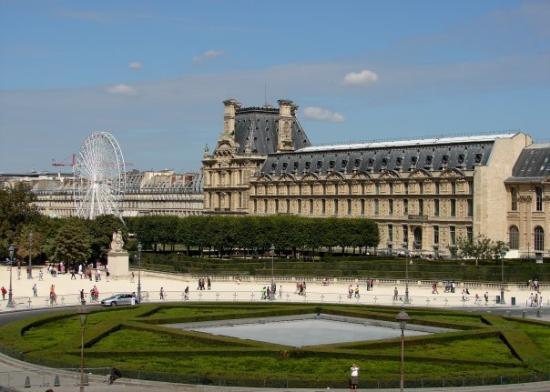 พิพิธภัณฑ์ลูฟวร์: Ago 09: Vista exterior del Musée du Louvre.