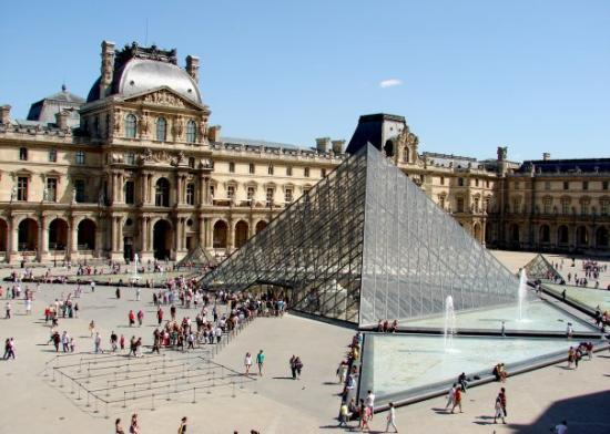 พิพิธภัณฑ์ลูฟวร์: Ago 09: Vista desde el Café Marly (ubicado dentro del Louvre en el ala Richelieu).