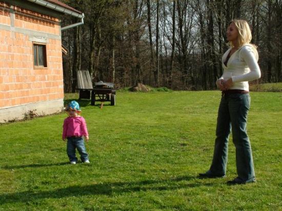 ซาเกร็บ, โครเอเชีย: Me and Jelena Playing in the yard  at his parents house about 1hr away from Zagreb.