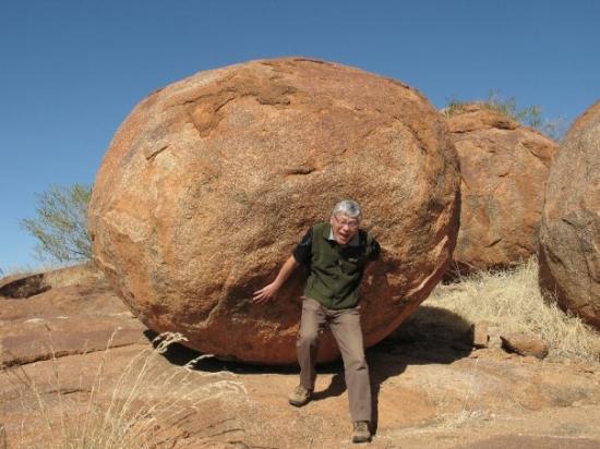 เมลเบิร์น, ออสเตรเลีย: the weight of the world on his shoulders