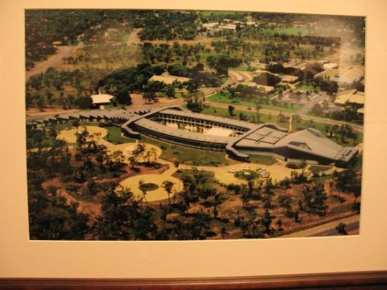 เมลเบิร์น, ออสเตรเลีย: Notice that the hotel is designed like a crocodile.It is in Jabiru