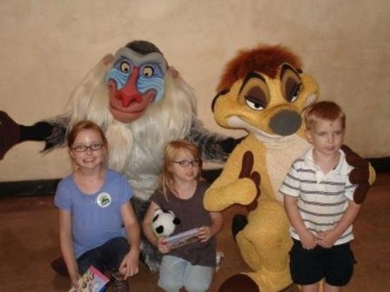 ดิสนียส์ แอนิมอล คิงดอม: Rafiki, Timon, and the Three Monkeys
