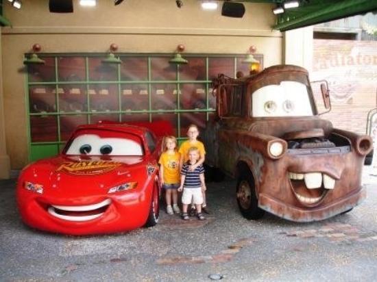 ดิสนียส์ ฮอลลิวูด สตูดิโอส์: Racin' with the Cars