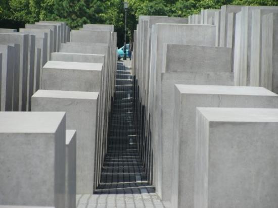 อนุสรณ์สถานฮอโลคอสต์: Holocaust Memorial