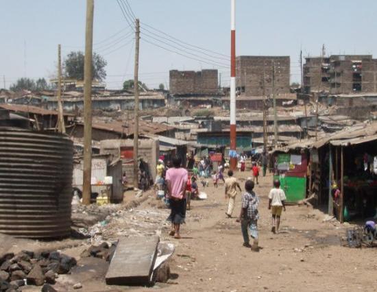 ไนโรบี, เคนยา: The conditions in the slums are so heartbreaking, especially seeing children playing in these st