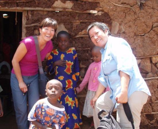 ไนโรบี, เคนยา: We met these kids at the Mcedo School in one of the largest slums in Nairobi.  The little boy da