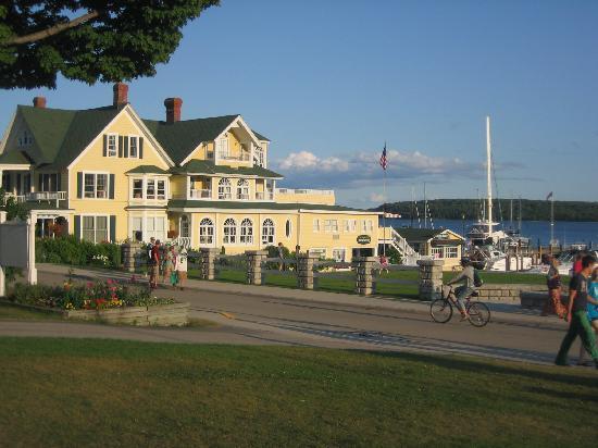 Island House Hotel: View across street