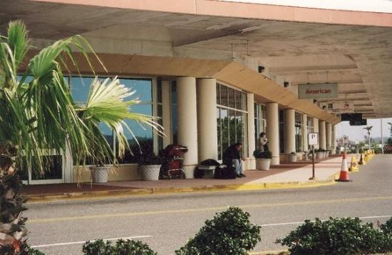 เบอร์มิวดา: The airport waiting to leave :-(