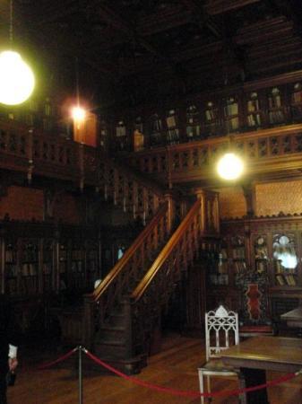 เซนต์ปีเตอร์สเบิร์ก, รัสเซีย: And a library... but it was roped off. I couldn't even see the bindings.