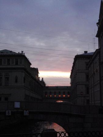 เซนต์ปีเตอร์สเบิร์ก, รัสเซีย: We arrived from Moscow by train, hopped onto the metro and then walked to our hotel. It was afte