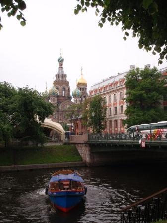 โบสถ์แห่งหยดพระโลหิตพระผู้ไถ่: A boat and that church again...