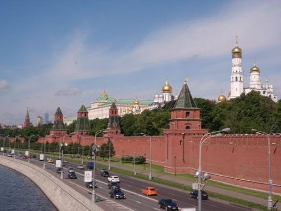 มอสโควเคร็มลิน: The walls of Kremlin along the Moskva River.