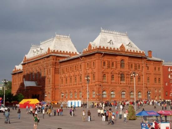 มอสโก, รัสเซีย: The former Moscow City Hall... I'm starting to maybe understand the red in Red Square.