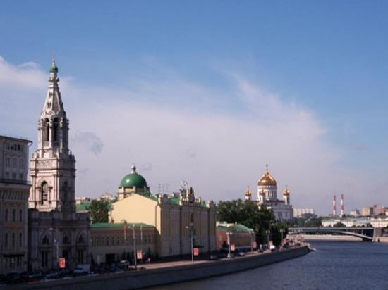 Cathedral of Christ the Saviour along the Moskva River. I'm here!