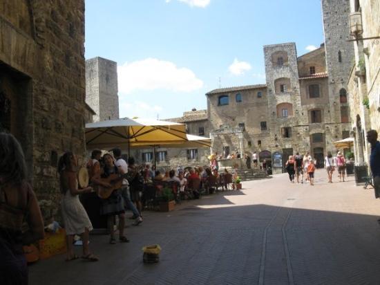 ซานจิมิกนาโน, อิตาลี: main plaza