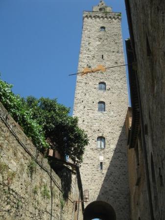 ซานจิมิกนาโน, อิตาลี: One of the famous towers of San Gimignano