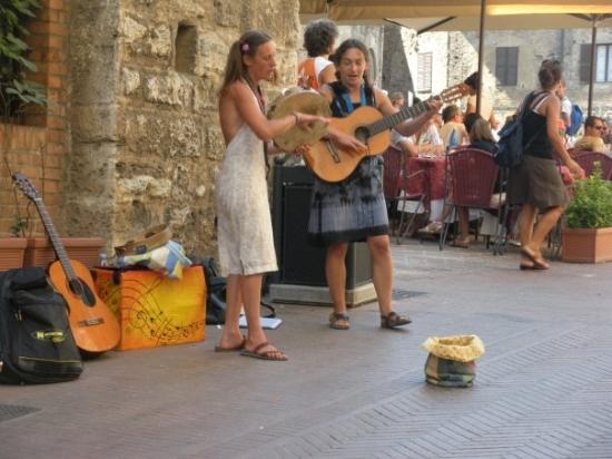 ซานจิมิกนาโน, อิตาลี: Folk Music