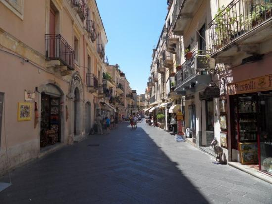 ทาโอร์มินา, อิตาลี: winkelstraat Taormina