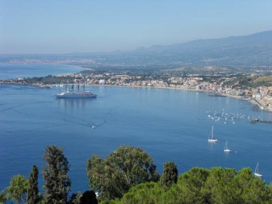 ทาโอร์มินา, อิตาลี: de golf van Naxos