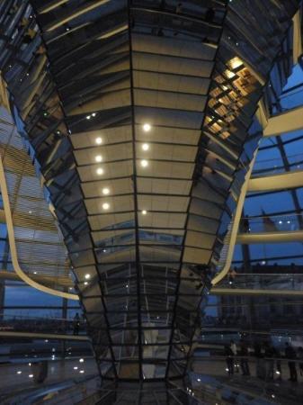 สภาผู้แทนราษฎรเยอรมัน: Cupula del Reichstag