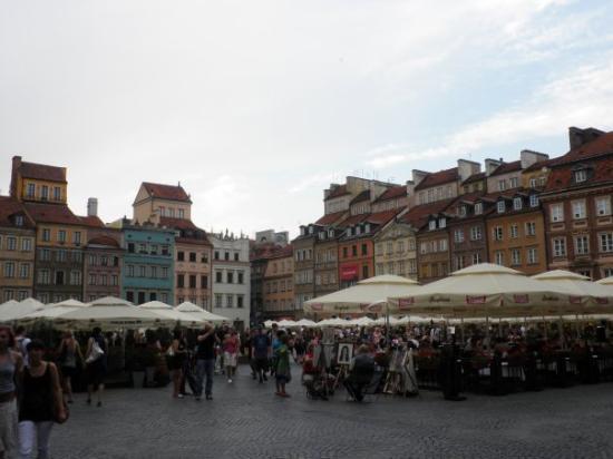 ตลาดจัตุรัสโอลด์ทาวน์: Plaza de la Ciudad Vieja en Varsovia