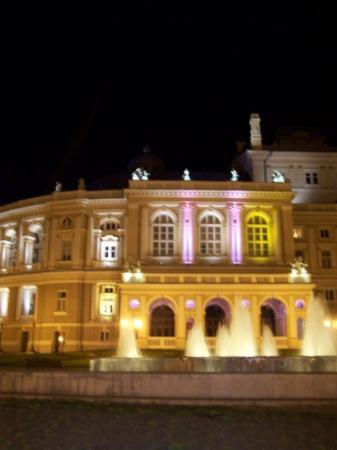 Odessa National Academic Opera and Ballet Theater: opera by nigt