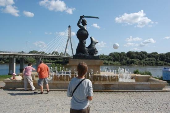 วอร์ซอ, โปแลนด์: pikta bobike su kardu