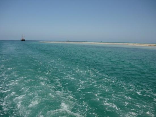 เกาะเจอร์บา, ตูนิเซีย: A remote view of the little island: ras irmal Djerba