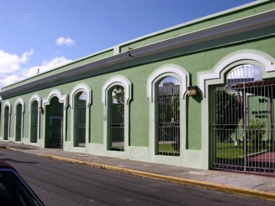 Arecibo, เปอร์โตริโก: Arcadas de la Casa Pissa.