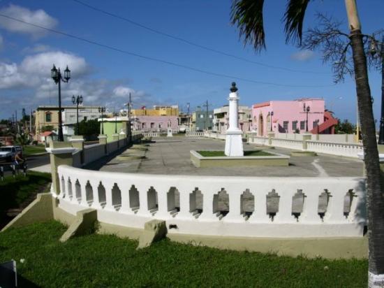 Arecibo, เปอร์โตริโก: Antiguo Paseo de Damas hoy Plaza de Victor Rojas (El Fuerte).