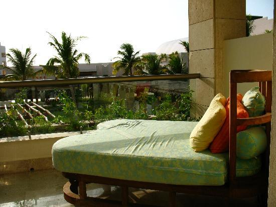 Excellence Playa Mujeres: Patio Bed