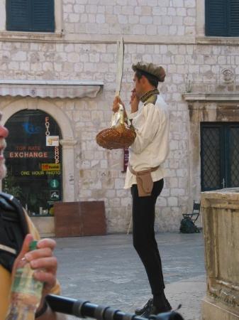 ดูบรอฟนิก, โครเอเชีย: A street entertainer in Dubrovnik, Croatia (Oct 06).