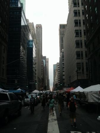 Madison Avenue: Market outside our Hotel. We got there as they were closing.