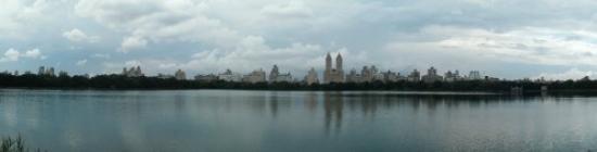 เซ็นทรัลปาร์ค: Jackie Onassis Reservoir in Central Park Panorama
